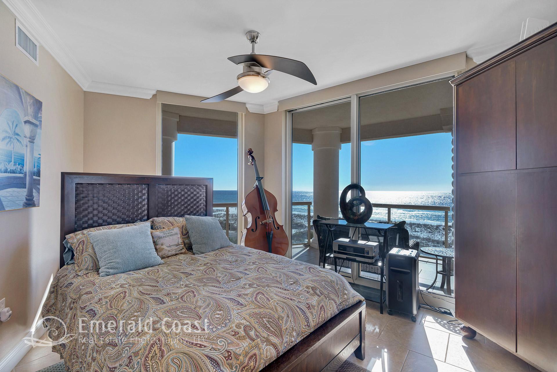 Luxury Bedroom In Portofino Island Resort